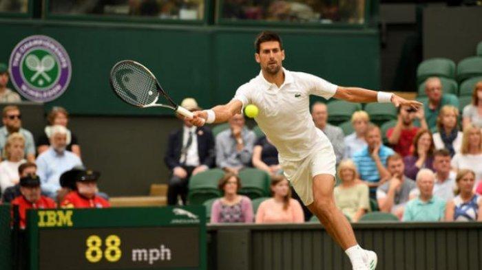 Novak Djokovic (Serbia) kala melakoni laga semifinal turnamen tenis grand slam, Wimbledon 2019, Jumat (12/7/2019)