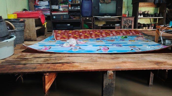 Banjir Kalsel Kembali Rendam Martapura, Warga Antasan Senor Ini Bikin Apar-apar