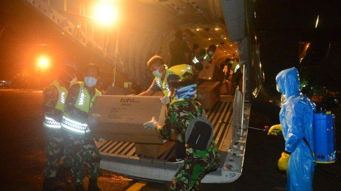 Bantuan APD Penanggulangan Covid-19 Tiba di Lanud Sjamsudin Noor TNI AU Kalsel