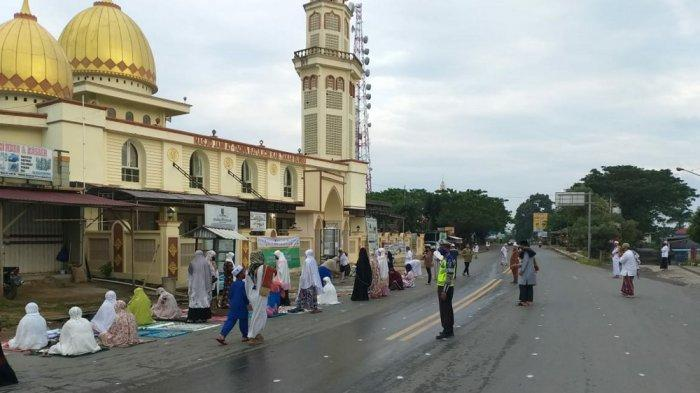 Satlantas Polres Tanahbumbu Lakukan Pengamanan Salat Idul Adha, Jemaah pun Makin Khusyuk Ibadah