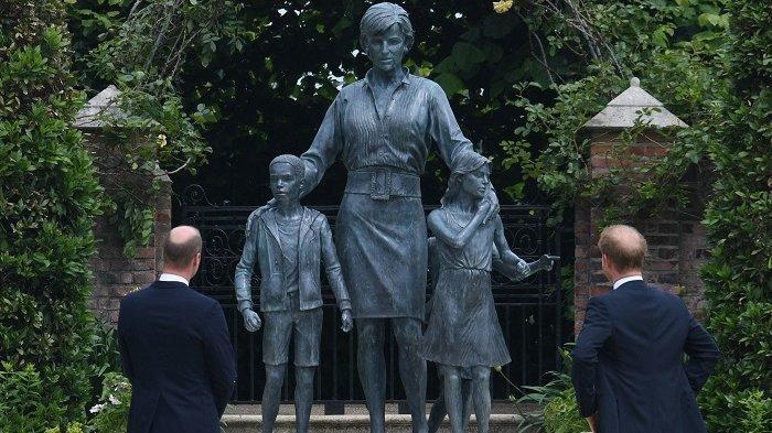 Sikap Mengejutkan Pangeran William dan Pangeran Harry Saat Peresmian Patung Putri Diana Bikin Haru