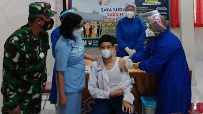 Meninjau Vaksinasi di RS AU Lanud Syamsudin Noor, Pangkoopsau II Minta Percepatan Vaksinasi Pelajar