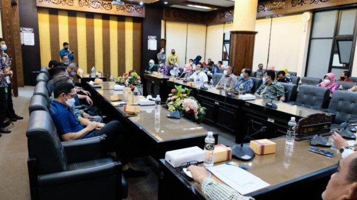 DPRD Kalsel Perdalam Materi Pembahasan LKPj Gubernur Kalsel TA 2020 Ke DPRD Provinsi Jatim