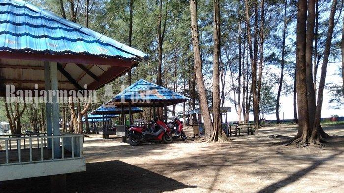 Pantai Rindu Alam di Pagatan, Kabupaten Tanah Bumbu (Tanbu), Provinsi Kalimantan Selatan.
