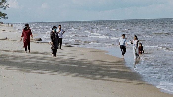 Wisata Pantai Ujung Pandaran Teluk Sampit Kabupaten Kotim, Masih Banyak Pengunjung Tak Pakai Masker