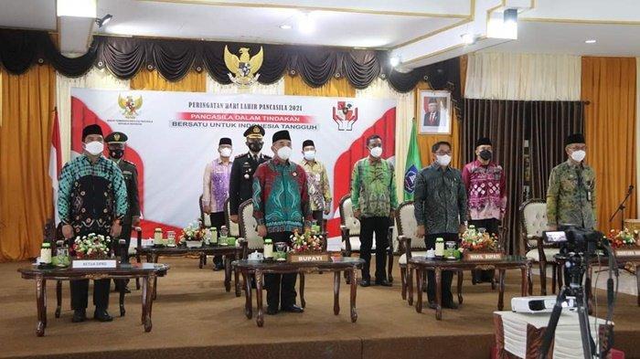 Bupati HSS H Achmad Fikry Ikuti Upacara Hari Lahir Pancasila Secara Virtual