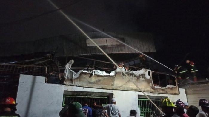 Gudang Mebel Terbakar di Pemurus Luar Banjarmasin, Pemadam Perlu Lebih dari 3 Jam Taklukan Api