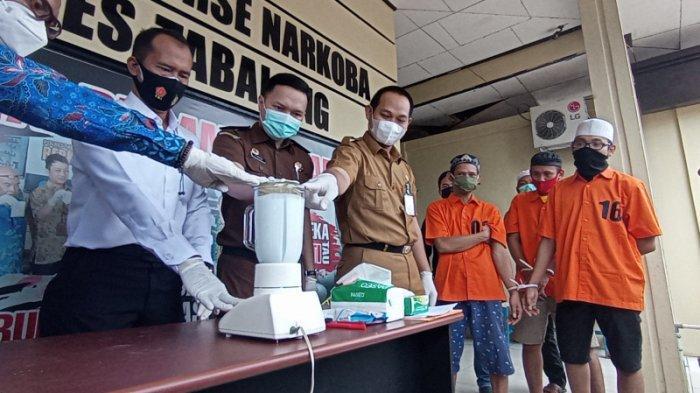 Narkoba Kalsel, Tersangka Saksikan Pemusnahan Sabu dan Ineks di Satresnarkoba Polres Tabalong