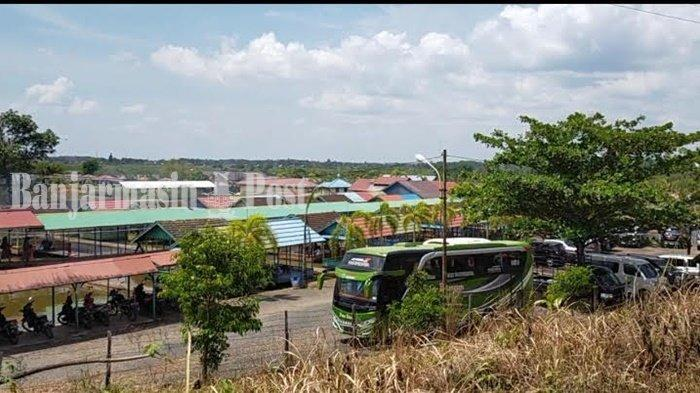 Parkiran luas di satu tempat lesehan tambak ikan Bincau, Kota Martapura, Kabupaten Banjar, Provinsi Kalimantan Selatan.