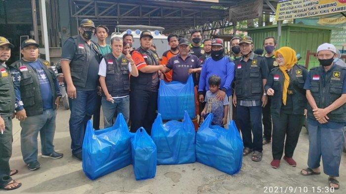 Dukung Relawan Penggalangan Dana Banjir Kalteng, Partai Ummat Banjarmasin Bagi Ratusan Nasi Kotak
