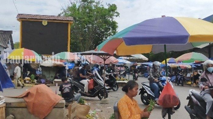 Pasar Keramat di Kota Barabai Padat Pengunjung, Pedagang Sebut Banyak yang Cari Sembako
