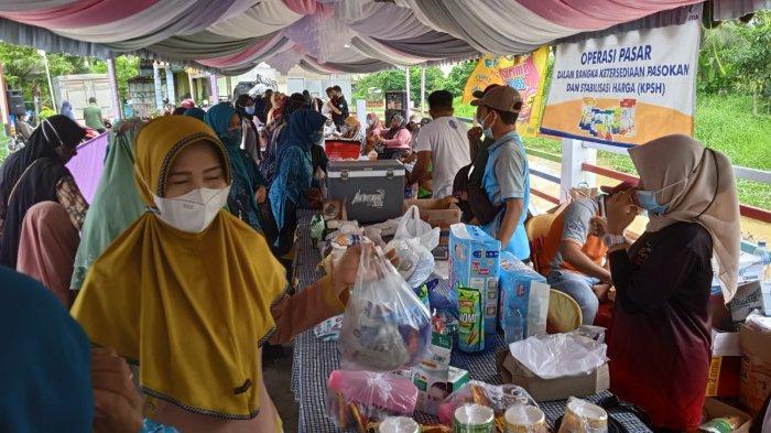 Pasar murah di Desa Bayur HSU