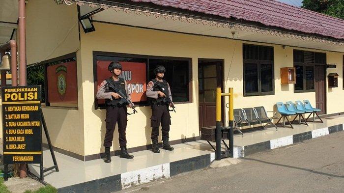 Pasca Ledakan Bom Polrestabes Medan, Petugas Bersenjata Berjaga di Pintu Gerbang Mapolres Tapin