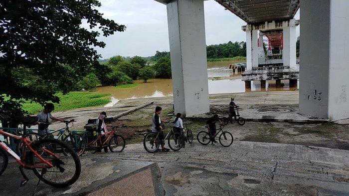Wisata Kalteng, Kawasan Bawah Jembatan Kahayan Palangkaraya, Tempat Rehat Usai Olahraga Gowes