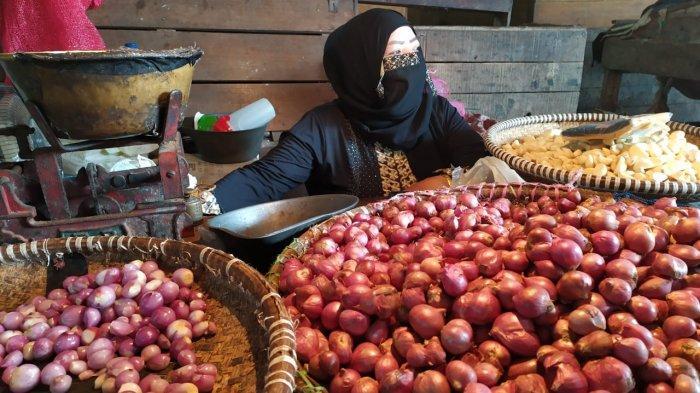 Sempat Melonjak, Harga Bawang di Banjarmasin Alami Tren Penurunan Meski di Hari Raya