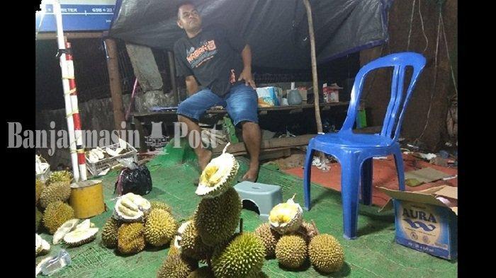 Durian Masih Relatif Mahal, Pedagang Durian Musiman Mulai Bermunculan di Sungai Ulin Banjarbaru