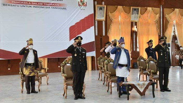 Pejabat Kalimantan Selatan mengikuti secara virtual upacara Hari Lahir Pancasila yang dipimpin Presiden Joko Widodo, Selasa (1/6/2021).