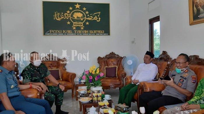 Pejabat Polri dan TNI di Kabupaten Tanahbumbu Kunjungi Tokoh Agama, Cegah Penyebaran Covid-19