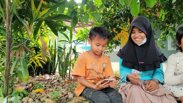 Pelajar asal Desa Madang Kabupaten HSS Kesulitan Signal