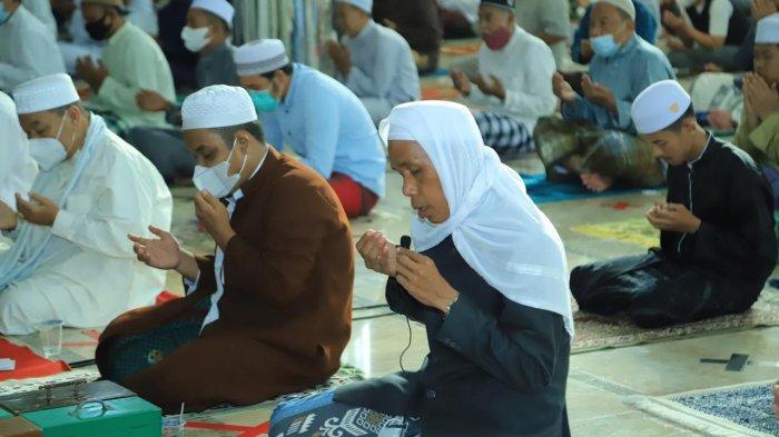 Pelaksanaan salat idul adha di Masjid At Taqwa Amuntai.
