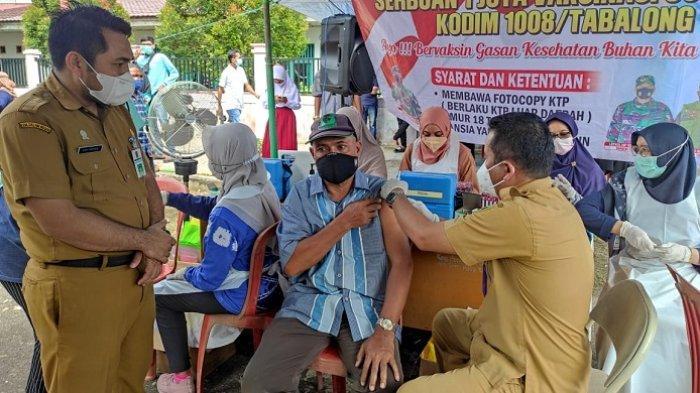 Pelaksanaan vaksinasi covid-19 dengan sasaran utama penerima dosis kedua bagi masyarakat di kelurahan Agung.