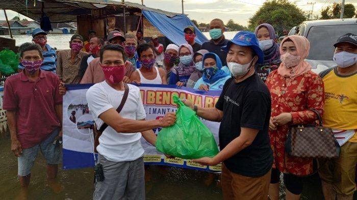 Pelaku WisataKalsel Bantu Korban Banjir di Tajau Landung Kabupaten Banjar