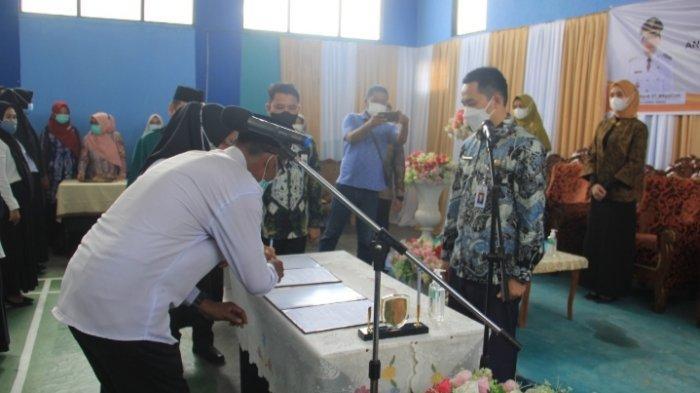 Pelantikan dan pengambilan sumpah anggota BPD untuk Kecamatan Haruyan, Labuanamas Selatan dan Labuanamas Utara oleh Bupati HST H Aulia Oktafiandi