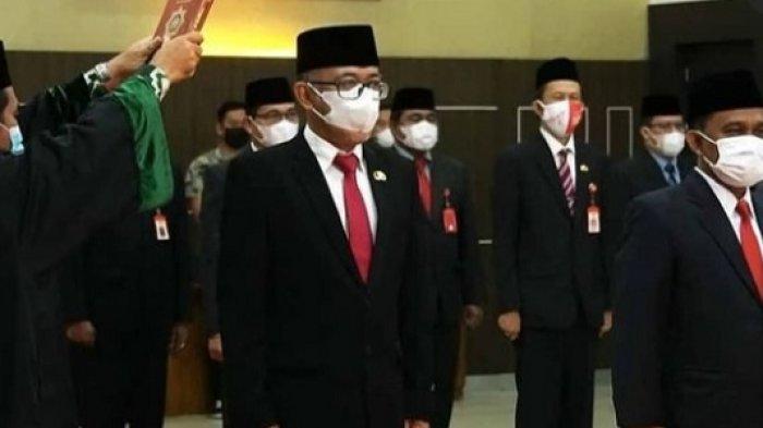 Lantik Kadinsos dan Kadiskominfo, Wali Kota Banjarbaru Sampaikan Pesan ini