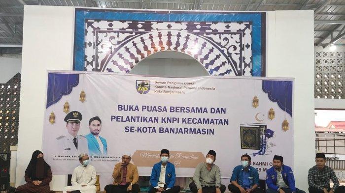 Suasana pelantikan pengurus KNPI Kecamatan se kota Banjarmasin sekaligus berbuka puasa bersama DPD KNPI Banjarmasin.