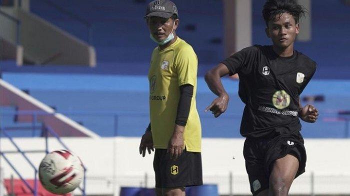Besok Laga dengan Borneo FC, Djanur Akan Benahi Tiga Lini Barito Putera