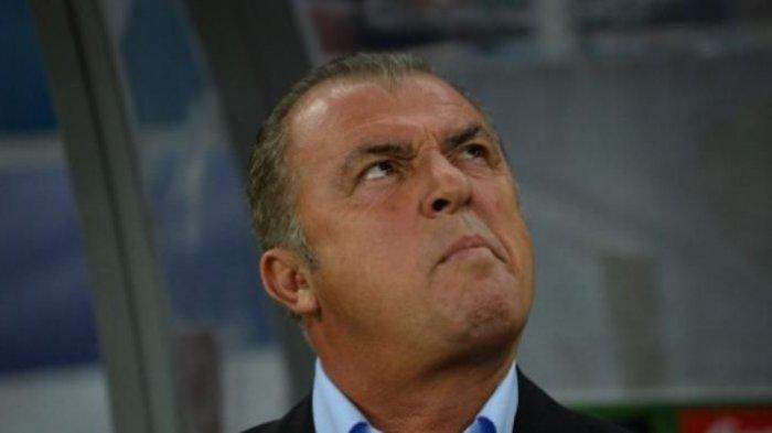 Pelatih Fatih Terim dipecat dari jabatan sebagai pelatih Galatasaray, Selasa (24/9/2013).(AFP PHOTO / DANIEL MIHAILESCU)