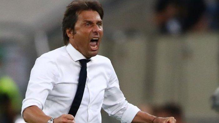 Pelatih Inter Milan Antonio Conte merayakan kemenangan