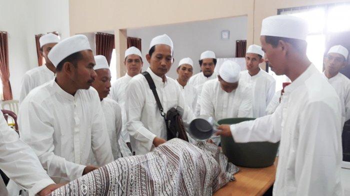 40 Remaja Tapin Pelatihan Memandikan Jenazah