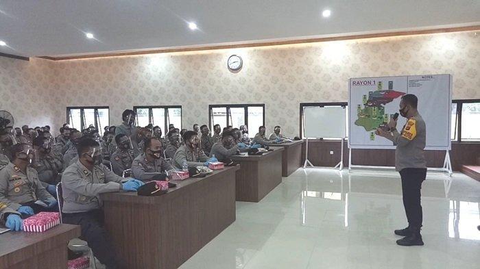Kapolres Kotabaru Bekali Anggota Latihan Sispamkota Pilkada Kotabaru, Kapolres Tekankan Ini