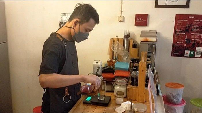 Uniknya Kafe Oettara Koffie Jalan Sultan Adam Banjarmasin, Sajikan Kopi Susu Mawar