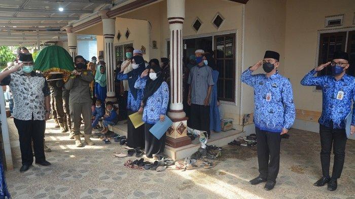Pemakaman Kepala Disporbudpar Batola, Gusti Ruspandi Dilepas dengan Upacara Penghormatan