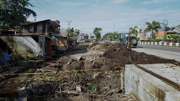 Pemkab Kotim Lebarkan Jalan Tjilik Riwut Sampit, Bongkar Langgar GSB