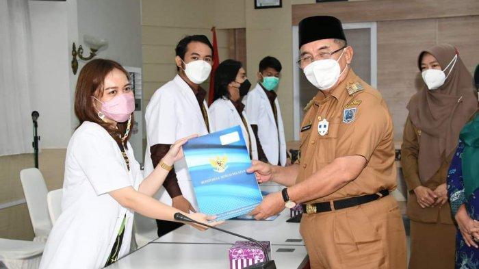 Pelepasan dDokter internship di Aula Rakat Mupakat lantai II Setda Kabupaten Hulu Sungai Selatan