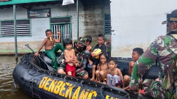 Kodim Martapura Beri Bantuan untuk Korban Banjir 2 Desa di Kabupaten Banjar
