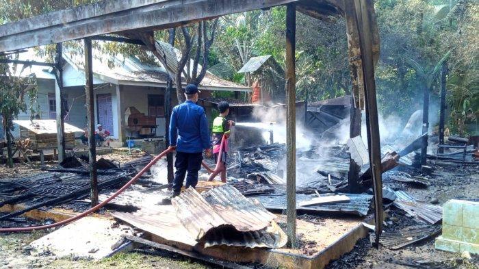 Kebakaran Kalsel di HSS, Ditinggal Menginap di Tempat Keponakan, Rumah Sidik Dilumat Api