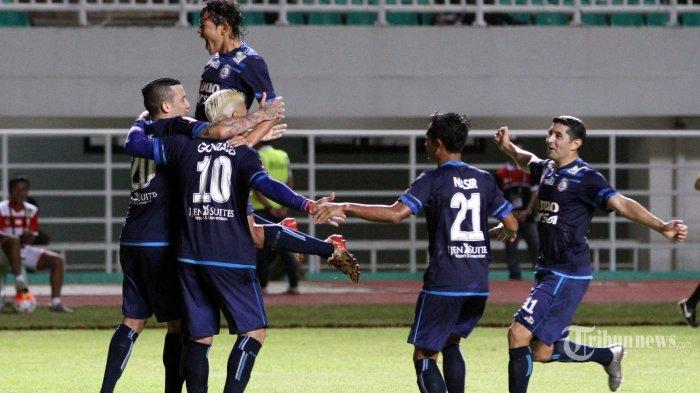 Cristian Gonzales Cetak Gol Ke-4 ke Gawang Borneo, Arema Kini Unggul 5-0