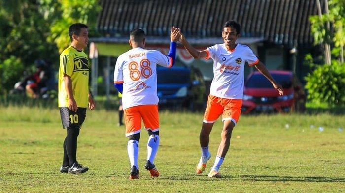 Jalin Silaturahmi, Asjadu FC Gelar Laga Persahabatan Bersama Revma FC Banjarbaru