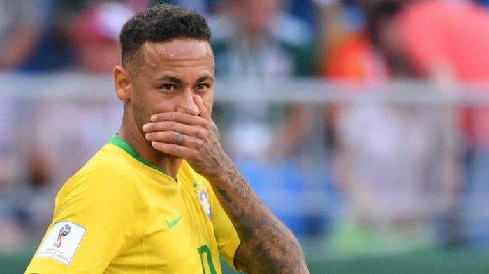 Pemain Brasil, Neymar, dalam laga kontra Meksiko pada babak 16 besar Piala Dunia 2018 di Stadion Samara, Senion (2/7/2018)