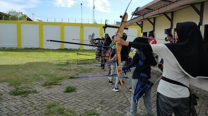 Pemanah Muda Kota Banjarmasin Latihan Pagi dan Sore