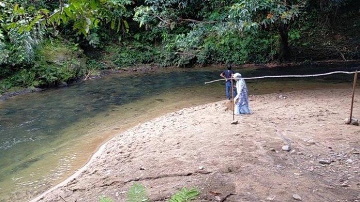 Wisata Kalsel : Ada Pantai di Desa Atiran HST, Kebeningan Airnya Seperti Kaca