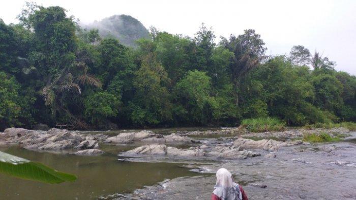 Wisata Kalsel, dari Pantai Nateh HST Mampir ke Batu Balah, Batu Sungai dengan Bentuk Unik
