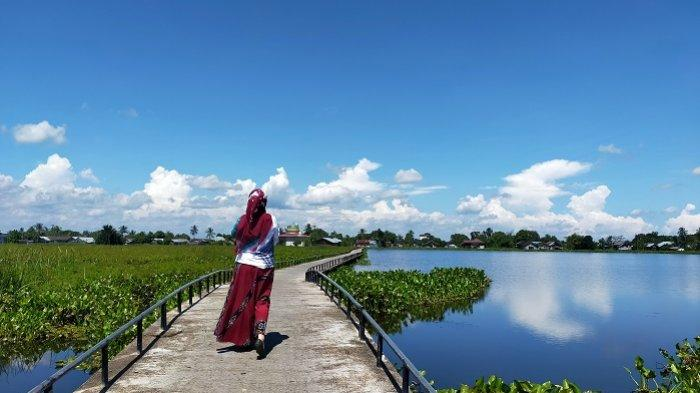 Wisata Kalsel : Sering Jadi Tempat Selfie , Begini Indahnya Pemandangan di Titian Desa Kayakah HSU