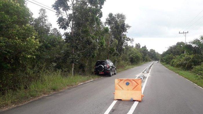 Rawan Kecelakaan Dishub Pasang Barier di Jalur Menuju Pantai Takisung