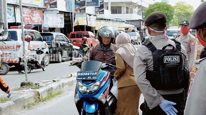Cegah Penyebaran Covid-19, Ratusan Ribu Masker Dibagikan TNI dan Polri kepada Warga Kalteng