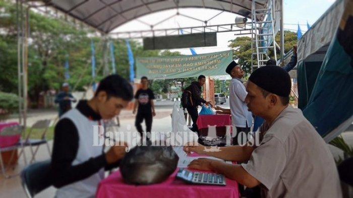 UPZ Masjid Sabilal Muhtadin Banjarmasin menerima zakat fitrah dari warga Kota Banjarmasin dan sekitarnya.